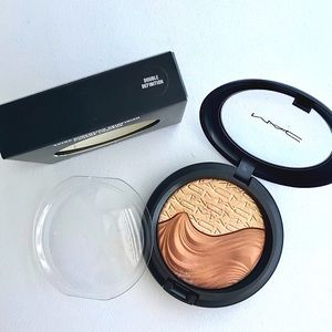 MAC Extra Dimension Mineralize Skinfinish